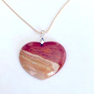 A shades of brown heart pendant necklace